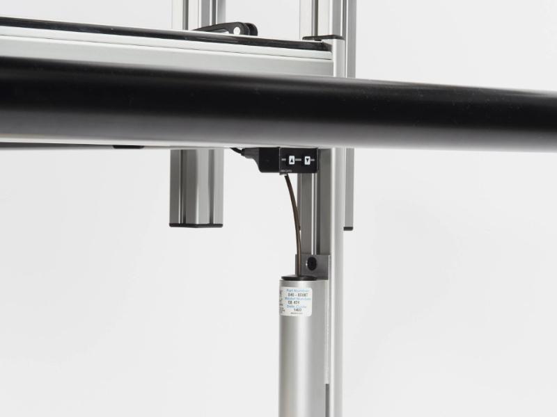 Hydrauliczno-eketroniczny system regulacji wysokości ramy do pikowania BERNINA Professional